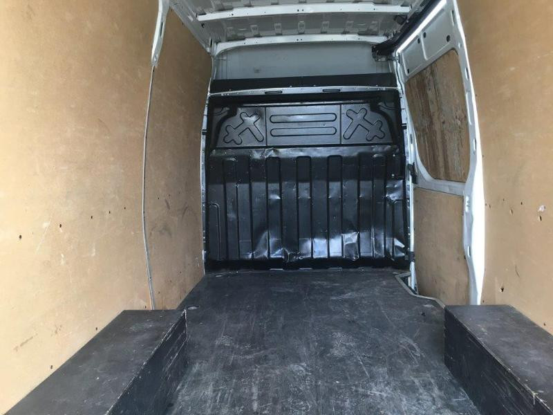Photo 4 de l'offre de IVECO 35s14 BOITE AUTO 12 M2 CLIM AUTO à 21000€ chez ABVI Béziers
