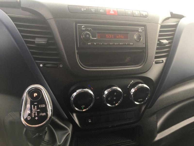 Photo 7 de l'offre de IVECO 35s14 BOITE AUTO 12 M2 CLIM AUTO à 21000€ chez ABVI Béziers