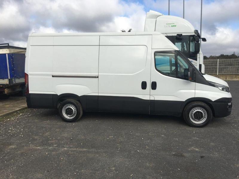 Photo 2 de l'offre de IVECO 35s14 BOITE AUTO 12 M2 CLIM AUTO à 21000€ chez ABVI Béziers