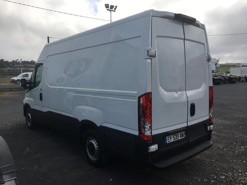 Photo 5 de l'offre de IVECO 35s14 BOITE AUTO 12 M2 CLIM AUTO à 21000€ chez ABVI Béziers