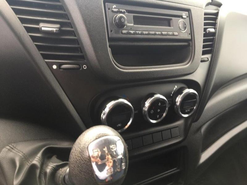 Photo 11 de l'offre de IVECO 35c14v12 CLIM AUTO INTERIEUR BOIS RADIO BT COMMANDE AU VOLANT à 26160€ chez ABVI Béziers