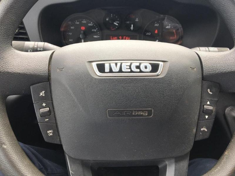 Photo 9 de l'offre de IVECO 35c14 CLIM AUTO 12M3 INTERIEUR BOIS COMMANDE AU VOLANT à 26160€ chez ABVI Béziers
