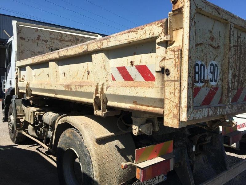 Photo 11 de l'offre de IVECO Trakker 19T 310CH BVM BIBENNE 4.8x2.3x0.65 RIDELLE GAUCHE HYDRAULIQUE PTR 40T à 42000€ chez ABVI Béziers