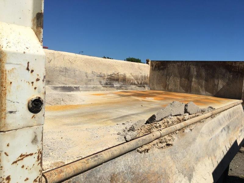 Photo 20 de l'offre de IVECO Trakker 19T 310CH BVM BIBENNE 4.8x2.3x0.65 RIDELLE GAUCHE HYDRAULIQUE PTR 40T à 42000€ chez ABVI Béziers