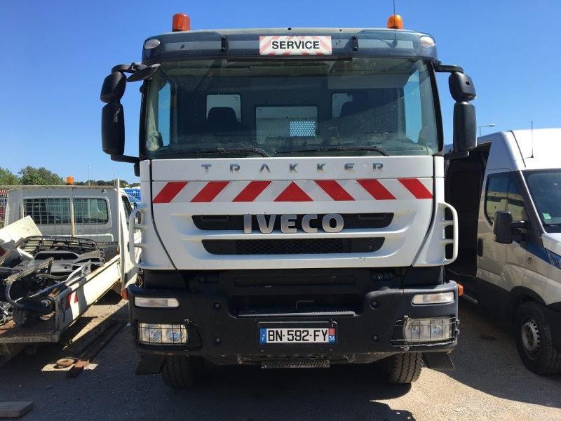 Iveco Trakker 19T 310CH BVM BIBENNE 4.8x2.3x0.65 RIDELLE GAUCHE HYDRAULIQUE PTR 40T Diesel Blanc Occasion à vendre