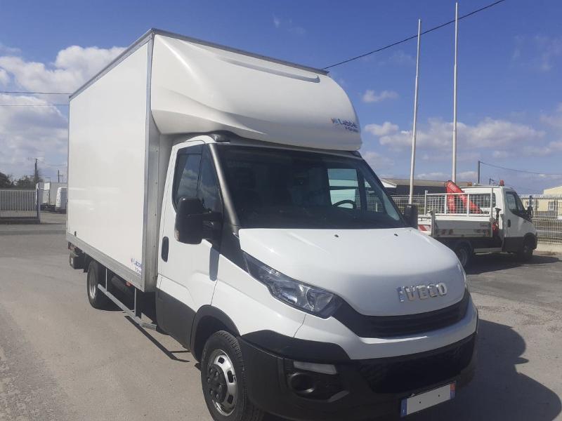 Photo 2 de l'offre de IVECO 35c16 CAISSE HAYON DHOLANDIA DEUX PORTE AR CLIM AUTO à 31800€ chez ABVI Narbonne