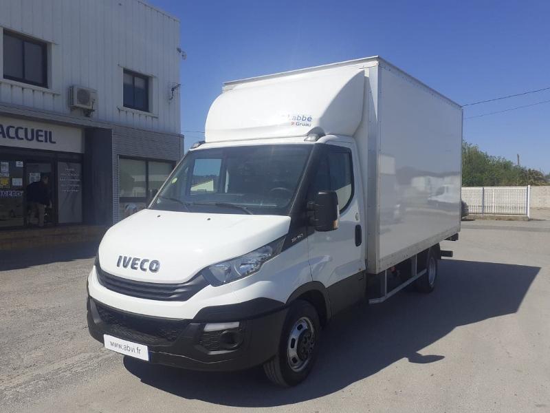 Photo 2 de l'offre de IVECO 35c16 CAISSE HAYON AUVENT DEFLECTEUR CLIM AUTO BLUETOOTH à 31200€ chez ABVI Narbonne