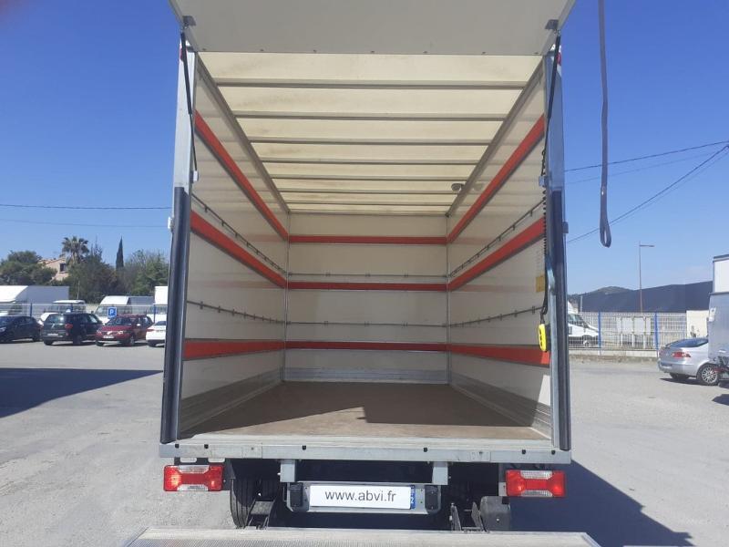 Photo 4 de l'offre de IVECO 35c16 CAISSE HAYON AUVENT DEFLECTEUR CLIM AUTO BLUETOOTH à 31200€ chez ABVI Narbonne