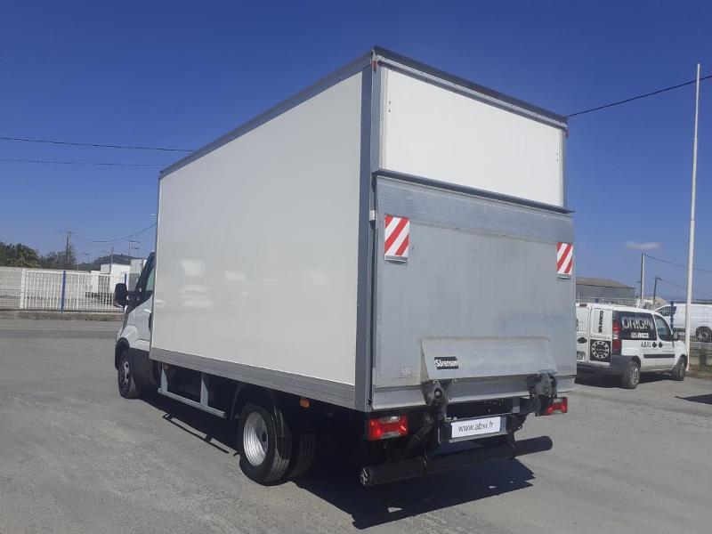 Photo 6 de l'offre de IVECO 35c16 CAISSE HAYON AUVENT DEFLECTEUR CLIM AUTO BLUETOOTH à 31200€ chez ABVI Narbonne