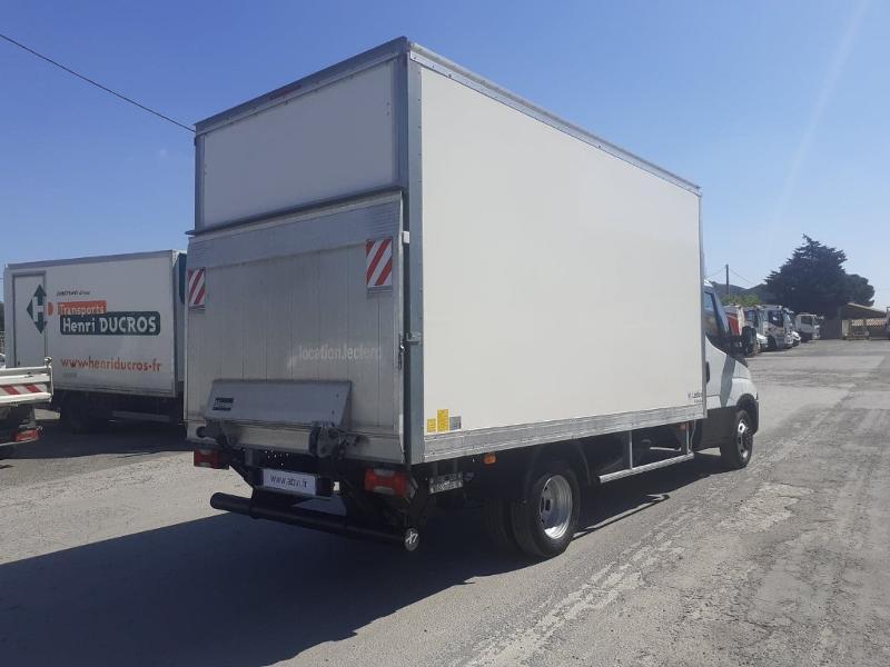 Photo 3 de l'offre de IVECO 35c16 CAISSE HAYON AUVENT DEFLECTEUR CLIM AUTO BLUETOOTH à 31200€ chez ABVI Narbonne
