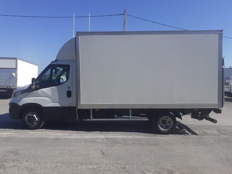 Photo 8 de l'offre de IVECO 35c16 CAISSE HAYON AUVENT DEFLECTEUR CLIM AUTO BLUETOOTH à 31200€ chez ABVI Narbonne