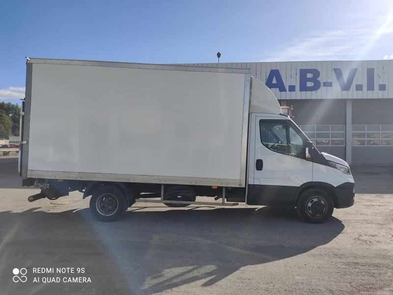 Photo 6 de l'offre de IVECO 35c16 CAISSE + HAYON AUVENT CLIM AUTO DEFLECTEUR à 33000€ chez ABVI Narbonne