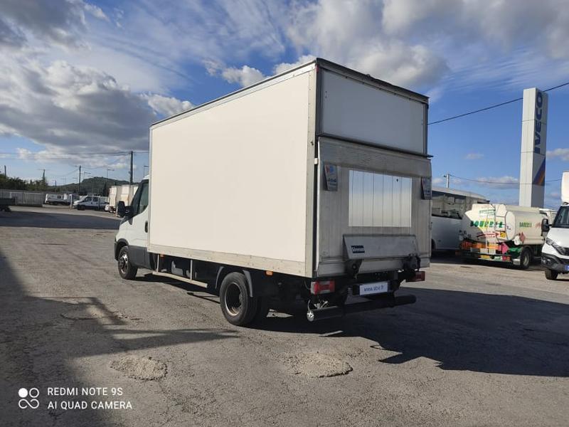 Photo 4 de l'offre de IVECO 35c16 CAISSE + HAYON AUVENT CLIM AUTO DEFLECTEUR à 33000€ chez ABVI Narbonne