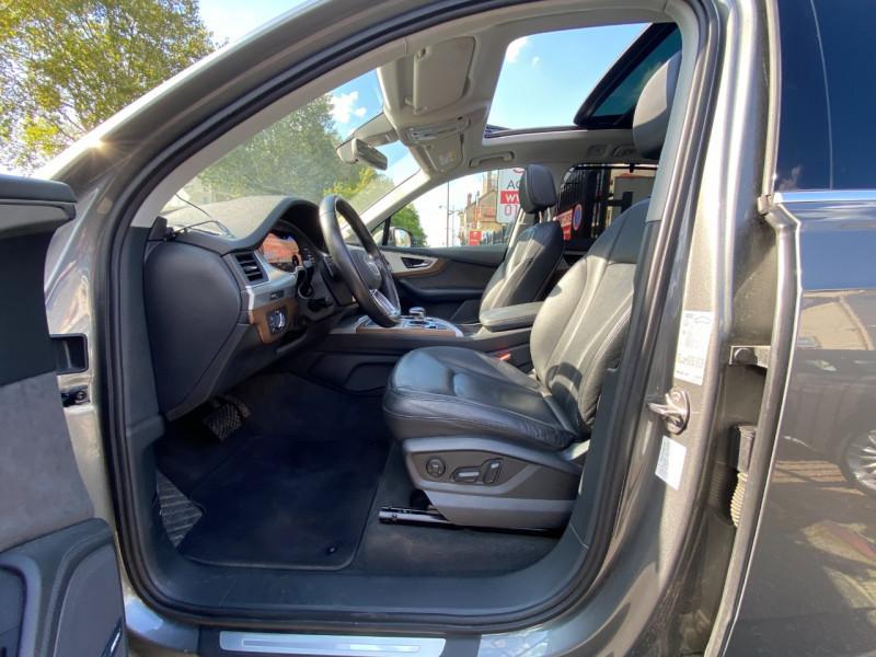 Photo 5 de l'offre de AUDI Q7 3.0 V6 TDI 272CH CLEAN DIESEL AVUS QUATTRO TIPTRONIC 7 PLACES à 29900€ chez SELF AUTO