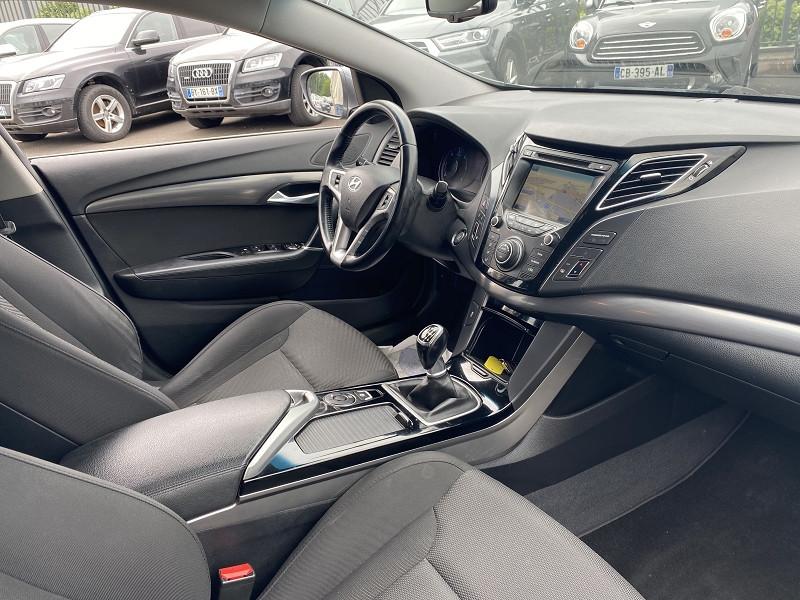 Photo 4 de l'offre de HYUNDAI I40 SW 1.7 CRDI115 PACK SENSATION à 7990€ chez Help car