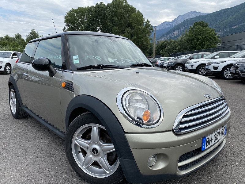 Photo 2 de l'offre de MINI MINI COOPER D 110CH PACK CHILI à 7990€ chez Help car