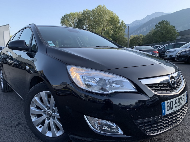 Photo 1 de l'offre de OPEL ASTRA SPORTS TOURER 1.7 CDTI110 FAP ENJOY à 7490€ chez Help car
