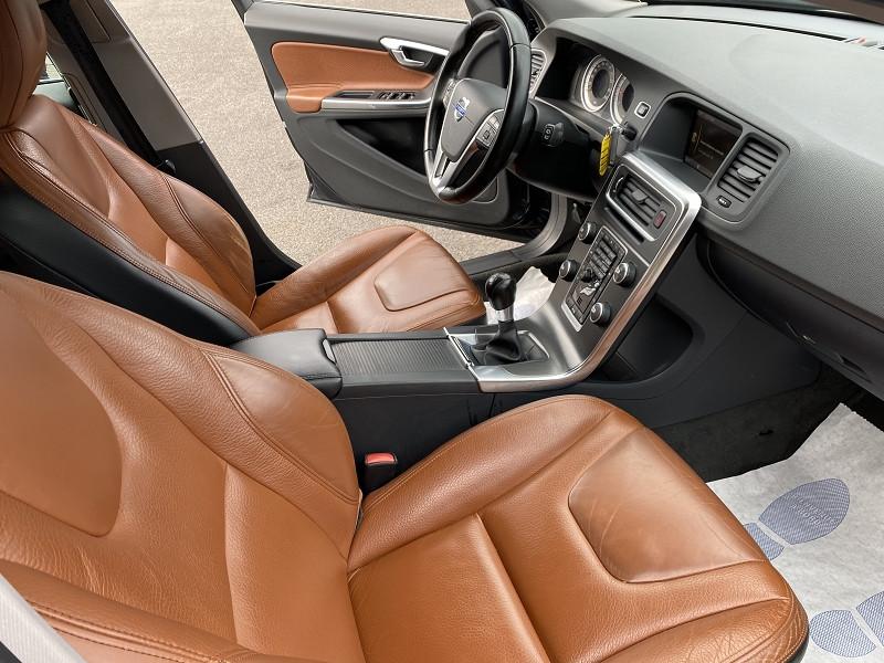 Photo 4 de l'offre de VOLVO V60 D3 163CH KINETIC à 8990€ chez Help car