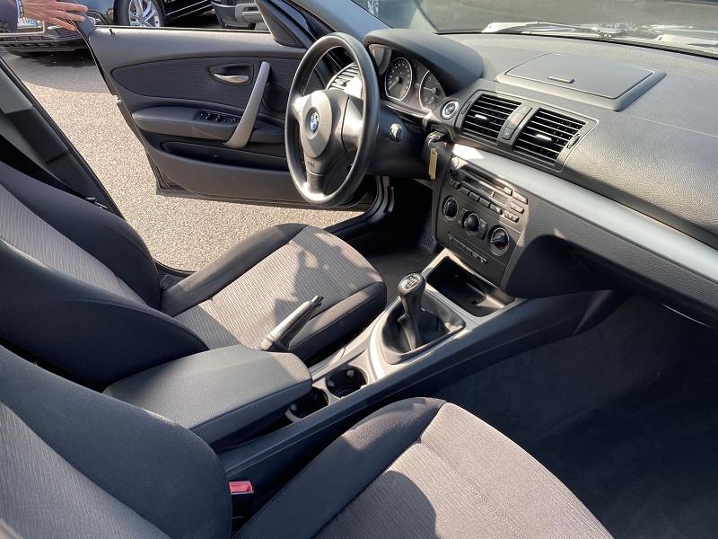Photo 4 de l'offre de BMW SERIE 1 (E81/E87) 116I 122CH CONFORT 5P à 9990€ chez Help car