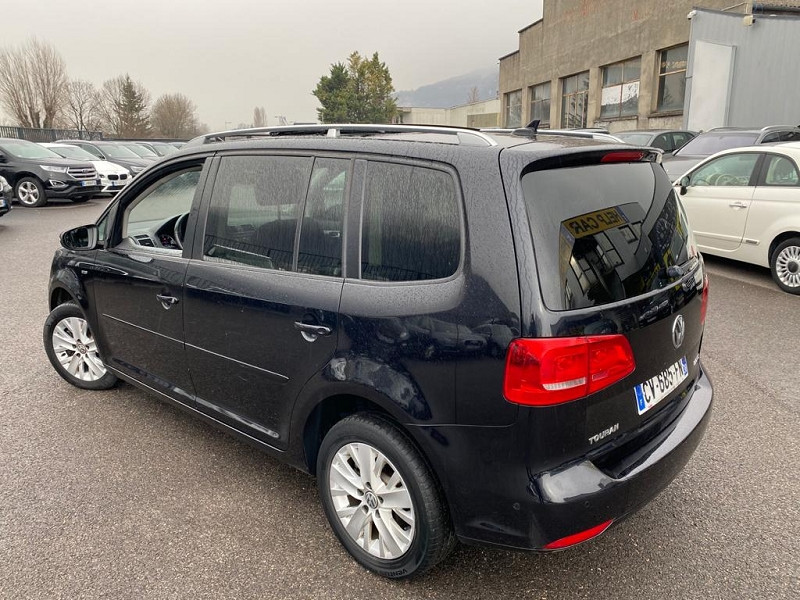 Photo 2 de l'offre de VOLKSWAGEN TOURAN 2.0 TDI 140CH FAP LIFE BLUEMOTION 7 PLACES à 12990€ chez Help car