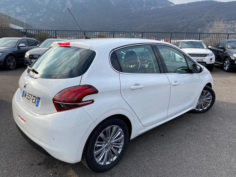 Photo 3 de l'offre de PEUGEOT 208 1.2 PURETECH 110CH ALLURE S&S EAT6 5CV 5P à 13490€ chez Help car
