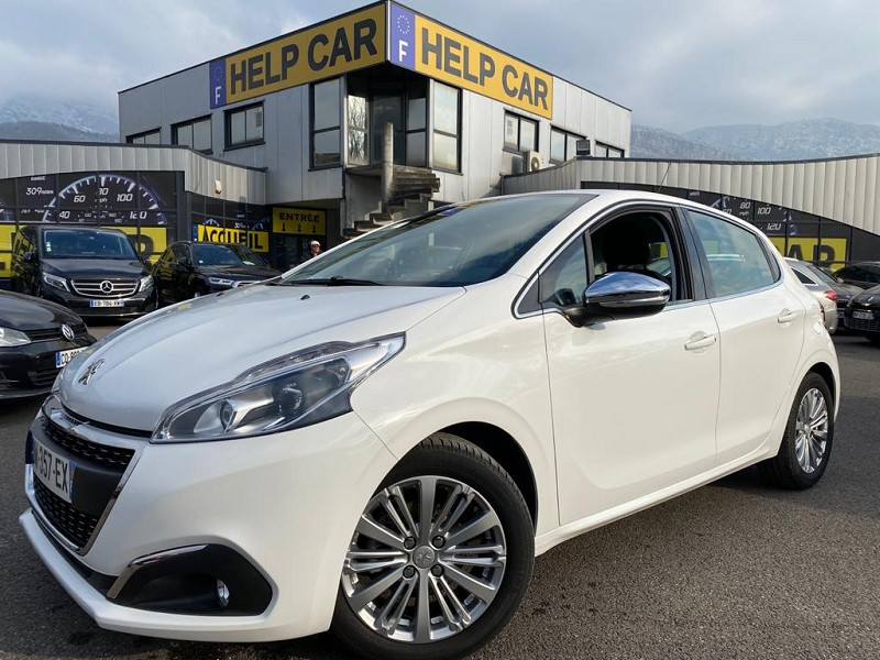 Photo 1 de l'offre de PEUGEOT 208 1.2 PURETECH 110CH ALLURE S&S EAT6 5CV 5P à 13490€ chez Help car
