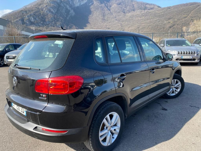 Photo 3 de l'offre de VOLKSWAGEN TIGUAN 2.0 TDI 110CH BLUEMOTION TECHNOLOGY FAP SPORTLINE à 15490€ chez Help car