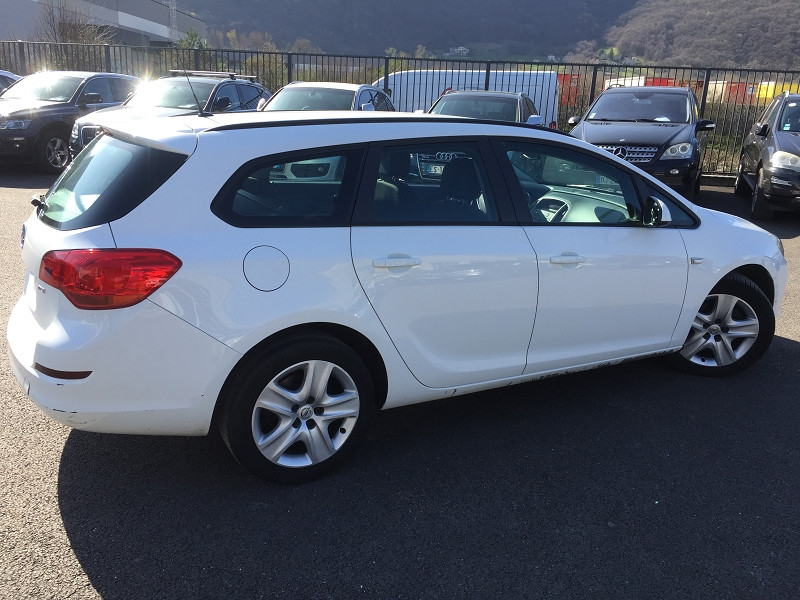 Photo 2 de l'offre de OPEL ASTRA SPORTS TOURER 1.7 CDTI110 FAP ENJOY à 6990€ chez Help car