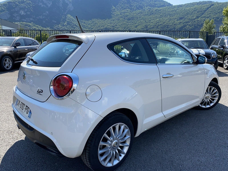 Photo 3 de l'offre de ALFA ROMEO MITO 1.3 JTDM95 DISTINCTIVE STOP&START à 7490€ chez Help car