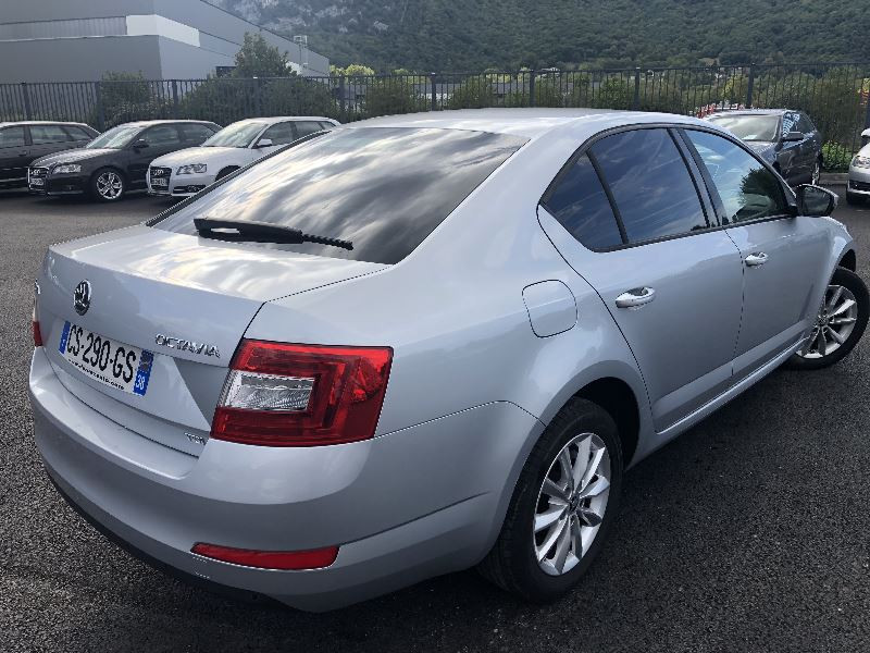 Photo 3 de l'offre de SKODA OCTAVIA 1.6 TDI 105CH CR FAP GREEN TEC AMBITION à 8490€ chez Help car