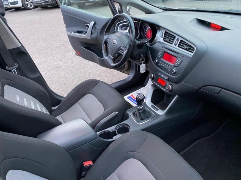 Photo 4 de l'offre de KIA CEE'D 1.6 CRDI 128CH PREMIUM à 7990€ chez Help car