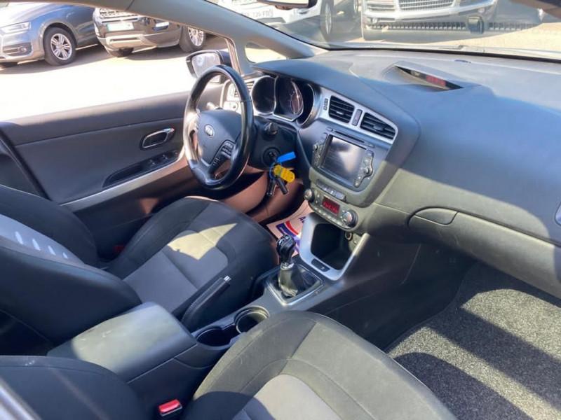 Photo 3 de l'offre de KIA CEE'D SW 1.6 CRDI 128CH PREMIUM à 7490€ chez Help car