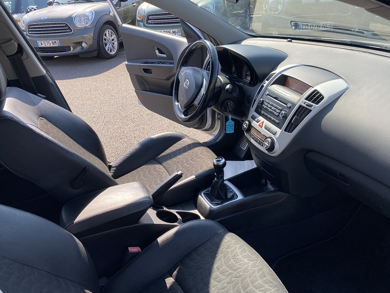 Photo 3 de l'offre de KIA CEE'D 1.6 CRDI115 ACTIVE 5P à 5490€ chez Help car