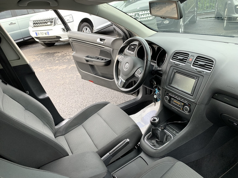 Photo 4 de l'offre de VOLKSWAGEN GOLF VI SW 1.6 TDI 105CH BLUEMOTION FAP CONFORTLINE à 6490€ chez Help car