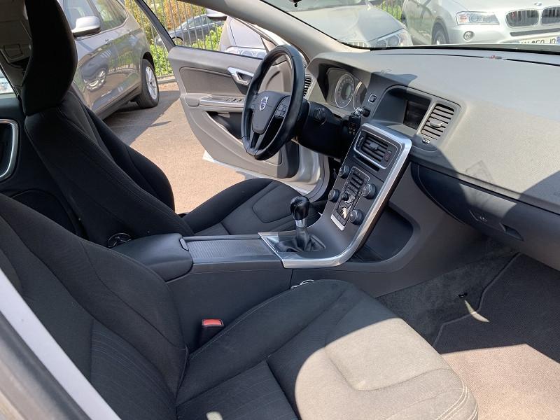 Photo 5 de l'offre de VOLVO S60 DRIVE 115CH START&STOP SUMMUM à 7490€ chez Help car