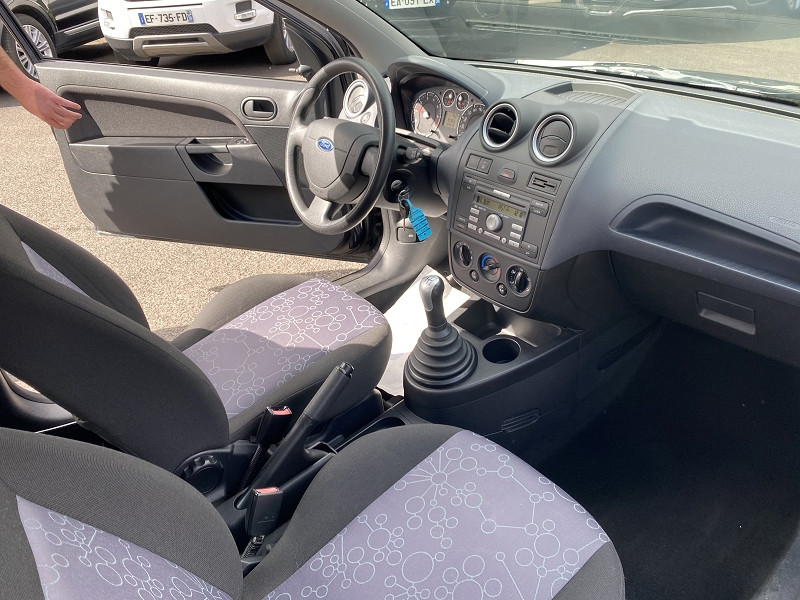 Photo 3 de l'offre de FORD FIESTA 1.2 75CH FUN 3P à 4490€ chez Help car