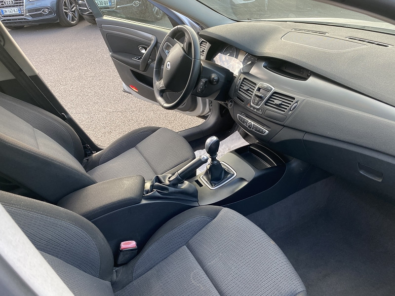Photo 3 de l'offre de RENAULT LAGUNA III ESTATE 2.0 DCI 150CH EXPRESSION à 4990€ chez Help car