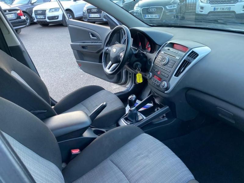 Photo 4 de l'offre de KIA CEE'D 1.6 CRDI115 ACTIVE à 5490€ chez Help car
