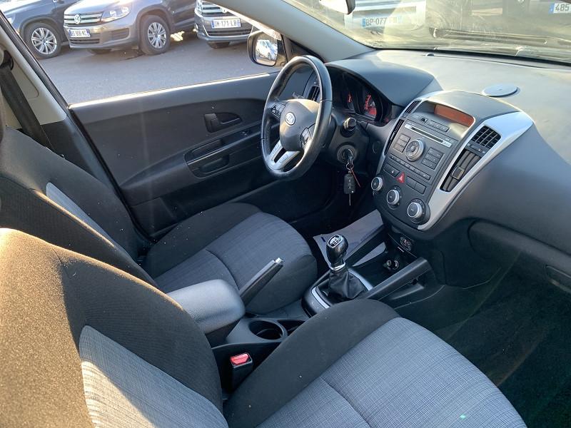 Photo 4 de l'offre de KIA CEE'D SW 1.4 CRDI 90CH STYLE à 5490€ chez Help car