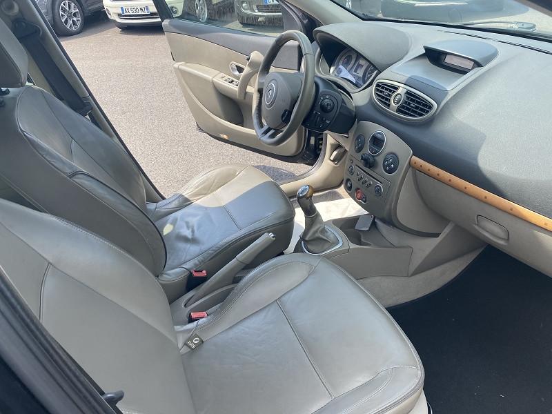 Photo 3 de l'offre de RENAULT CLIO III 1.6 16V 110CH INITIALE 5P à 6490€ chez Help car
