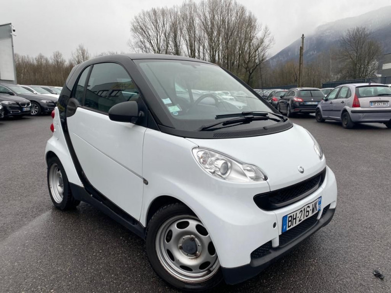 Photo 2 de l'offre de SMART FORTWO COUPE 61CH MHD PURE à 5490€ chez Help car