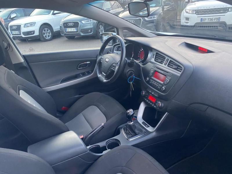 Photo 5 de l'offre de KIA CEE'D 1.6 CRDI 128CH ACTIVE à 8490€ chez Help car