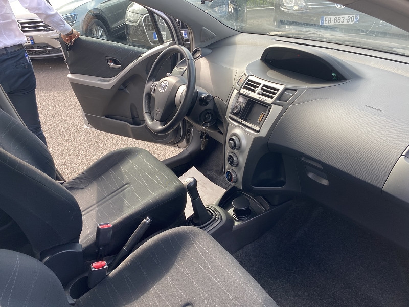 Photo 2 de l'offre de TOYOTA YARIS 90 D-4D 5P à 4690€ chez Help car