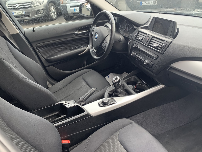 Photo 2 de l'offre de BMW SERIE 1 (F21/F20) 116I 136CH LOUNGE 5P à 8990€ chez Help car