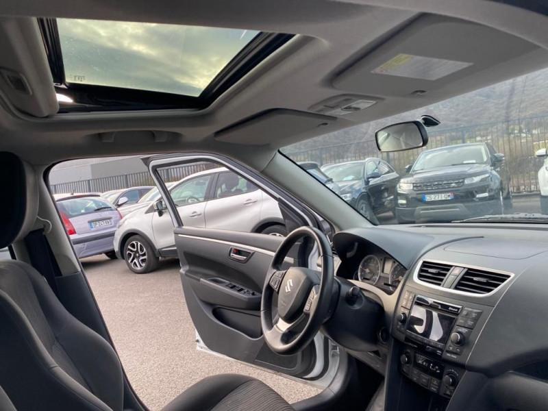 Photo 3 de l'offre de SUZUKI SWIFT 1.2 VVT GLX 5P à 8490€ chez Help car