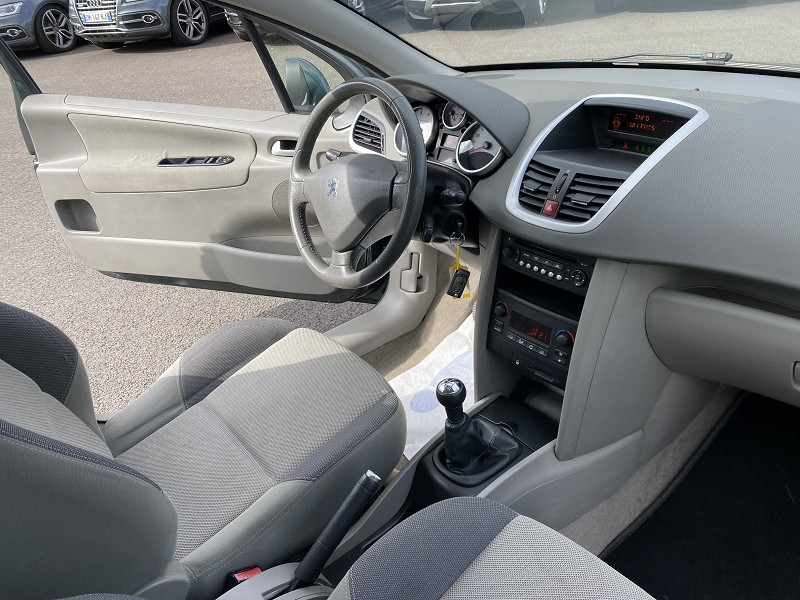 Photo 4 de l'offre de PEUGEOT 207 1.4 VTI 16V RWC 3P à 5990€ chez Help car