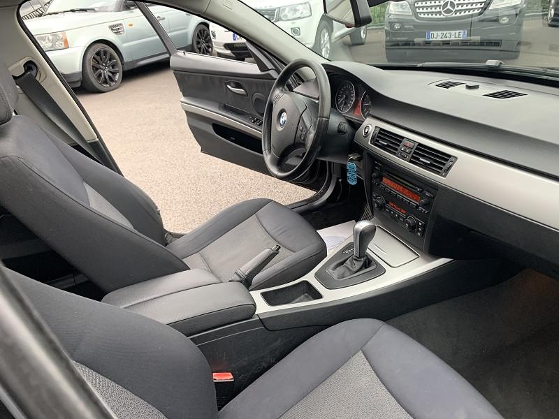 Photo 4 de l'offre de BMW SERIE 3 (E90) 330IA 258CH CONFORT à 8490€ chez Help car