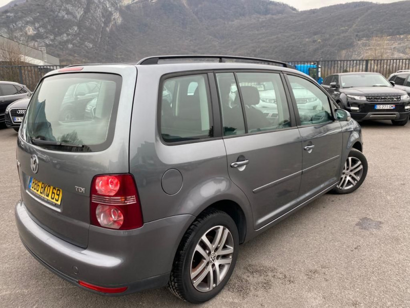 Photo 3 de l'offre de VOLKSWAGEN TOURAN 1.9 TDI 105CH CONFORTLINE 7 PLACES à 6490€ chez Help car