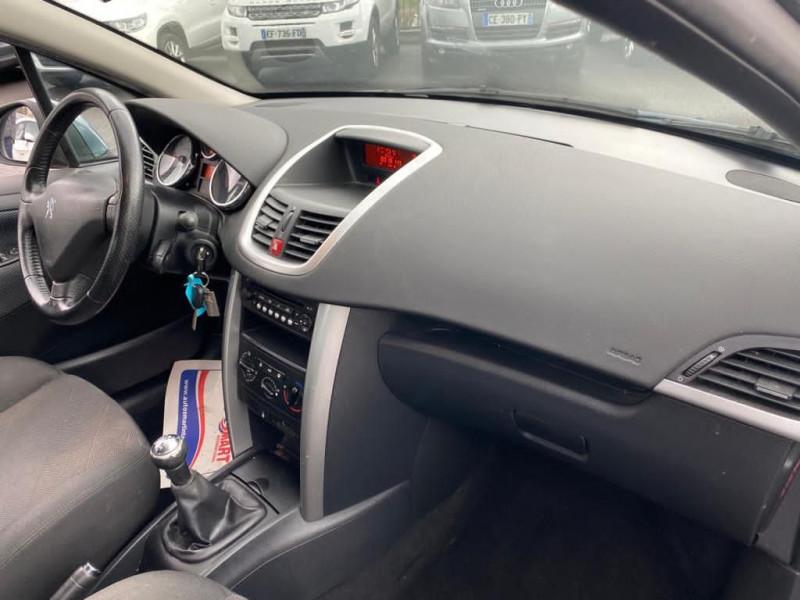 Photo 2 de l'offre de PEUGEOT 207 1.6 HDI90 STYLE 5P à 3990€ chez Help car