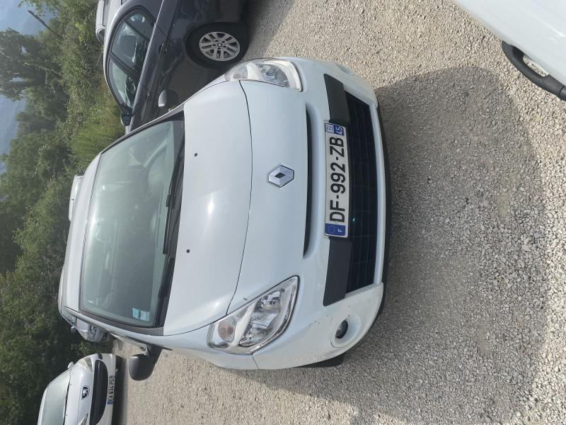 Photo 1 de l'offre de RENAULT CLIO III STE 1.5 DCI 75CH AIR ECO² 3P à 4990€ chez Help car